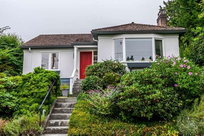 2423 LAWSON AVENUE, West Vancouver, BC, V7V 2E7 Primary Photo