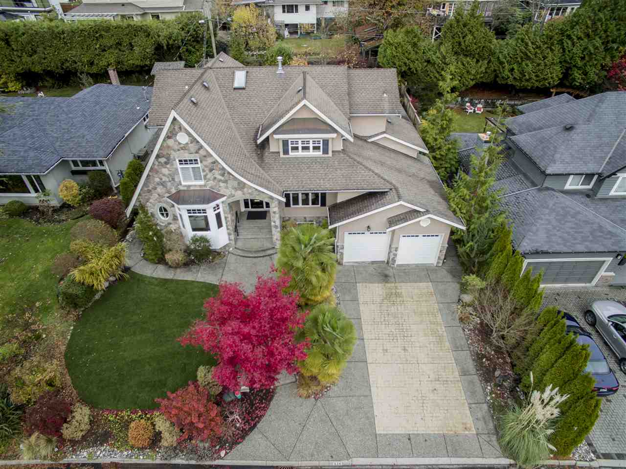 936 FOREST HILLS DRIVE, North Vancouver, BC, V7R 1N2 Photo 1