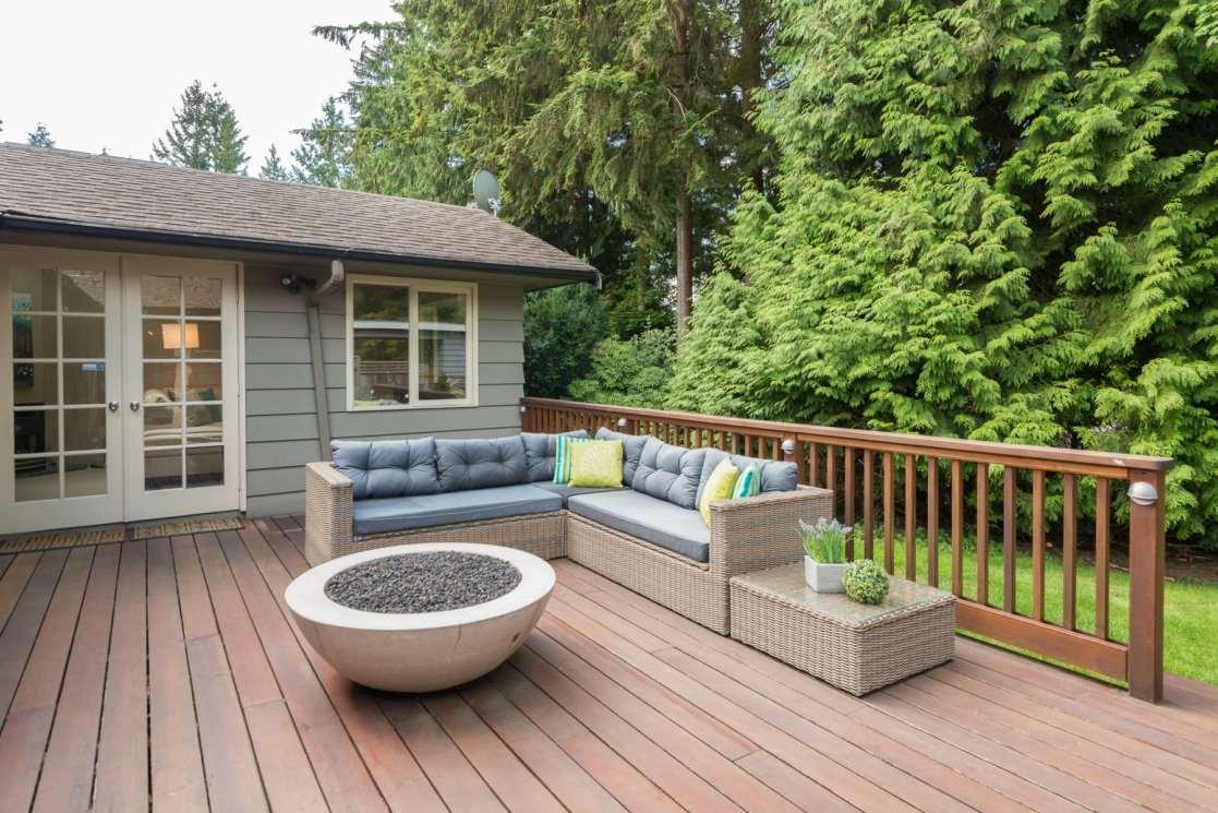 3885 HILLCREST AVENUE, North Vancouver, BC, V7R 4B7 Photo 1