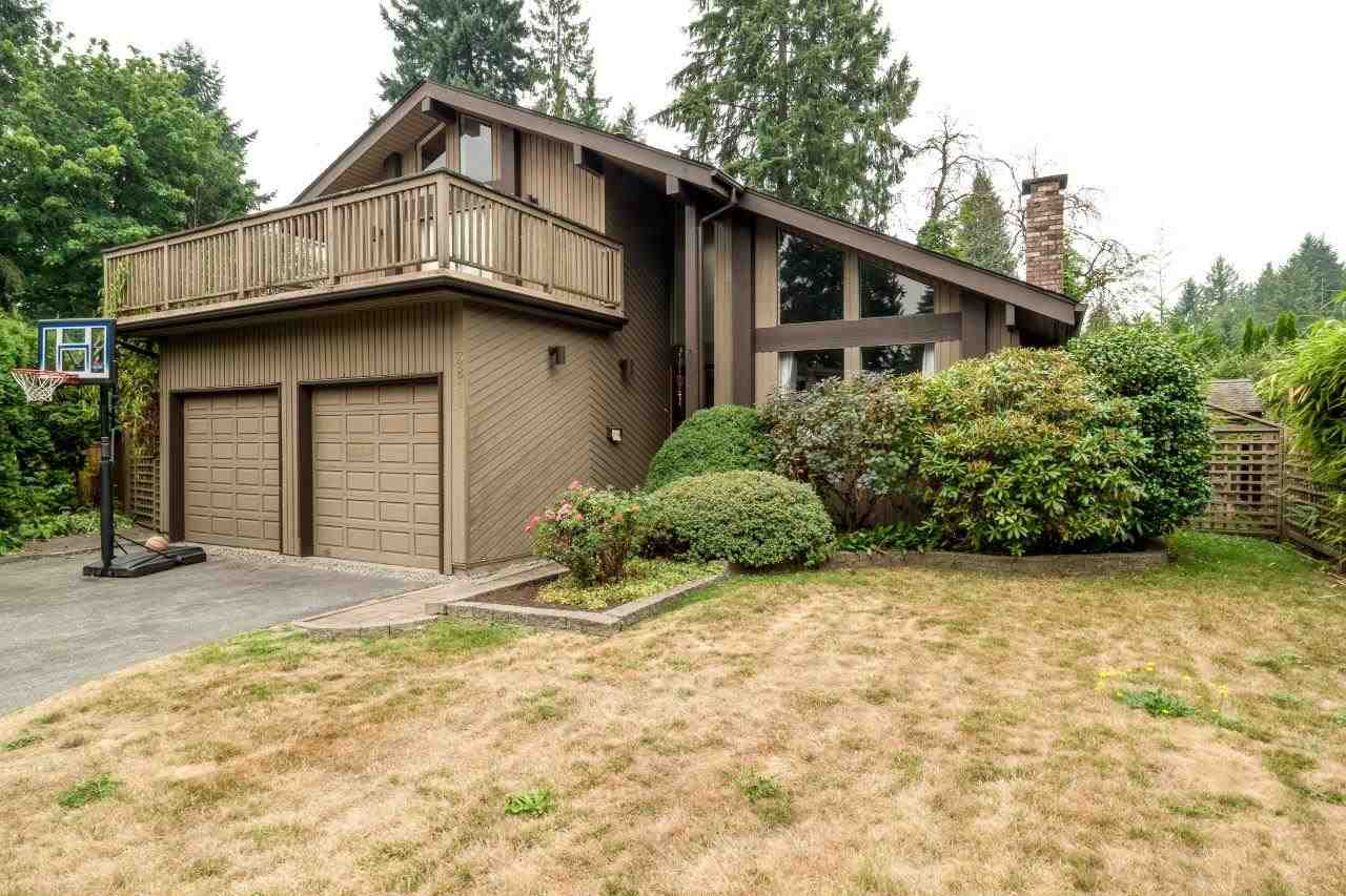 3811 LAWRENCE PLACE, North Vancouver, BC, V7K 2X1 Photo 1