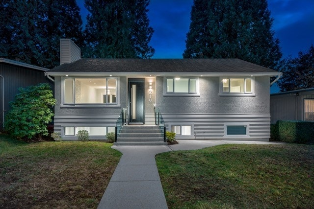 219 E 26TH STREET, North Vancouver, BC, V7N 1A7 Photo 1