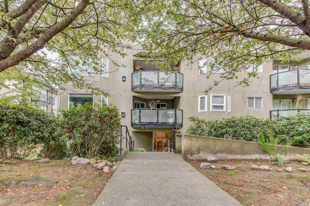 305 175 W 4TH STREET, North Vancouver, BC, V7M 1H6 Photo 1