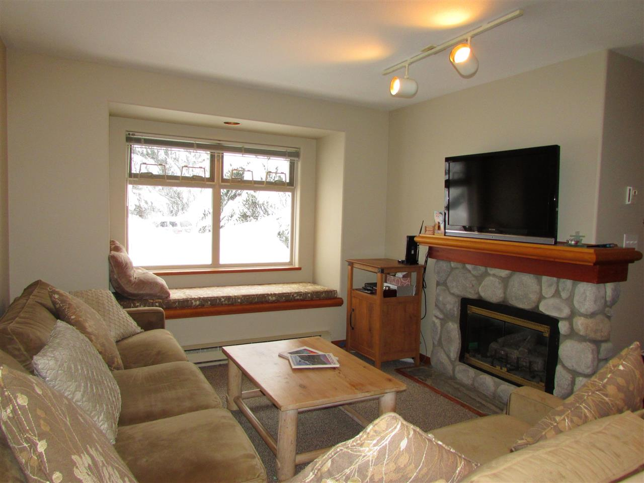 19 2050 LAKE PLACID ROAD, Whistler, BC, V0N 1B2 Photo 1