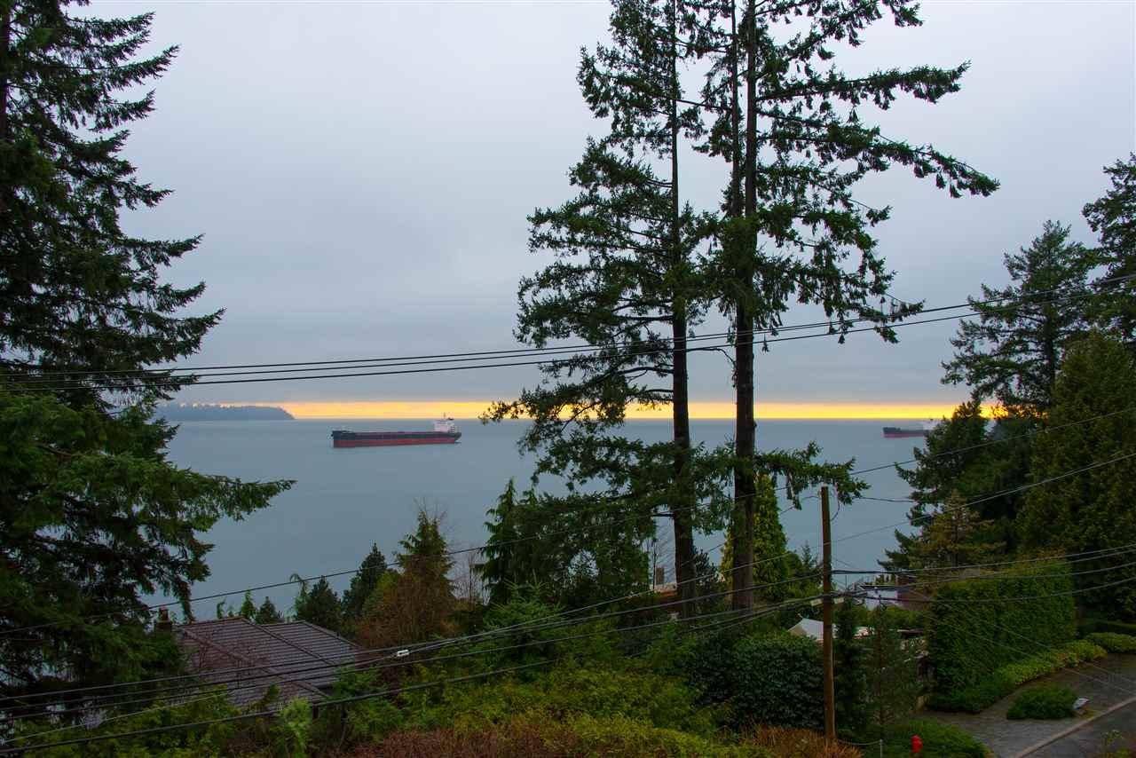 4048 ROSE CRESCENT, West Vancouver, BC, V7V 2N7 Photo 1