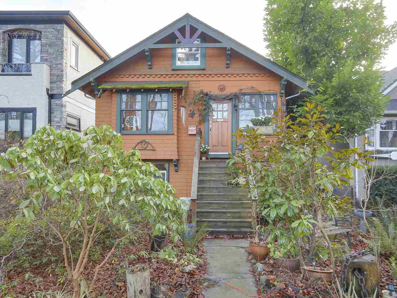 2736 W 13TH AVENUE, Vancouver, BC, V6K 2T4 Primary Photo