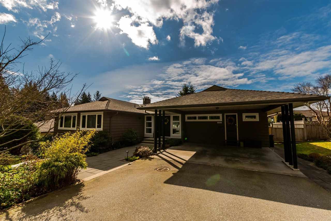 423 VIENNA CRESCENT, North Vancouver, BC, V7N 3B3 Primary Photo