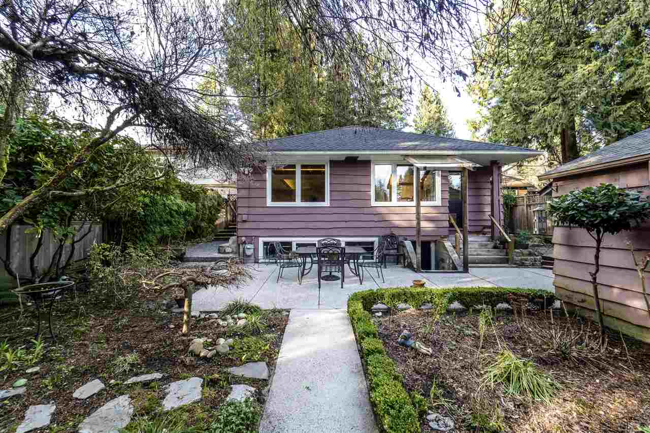 1135 W 23RD STREET, North Vancouver, BC, V7P 2H2 Photo 1