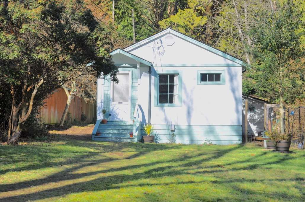 1134 Miller Road, Bowen Island, BC - CAN (photo 1)