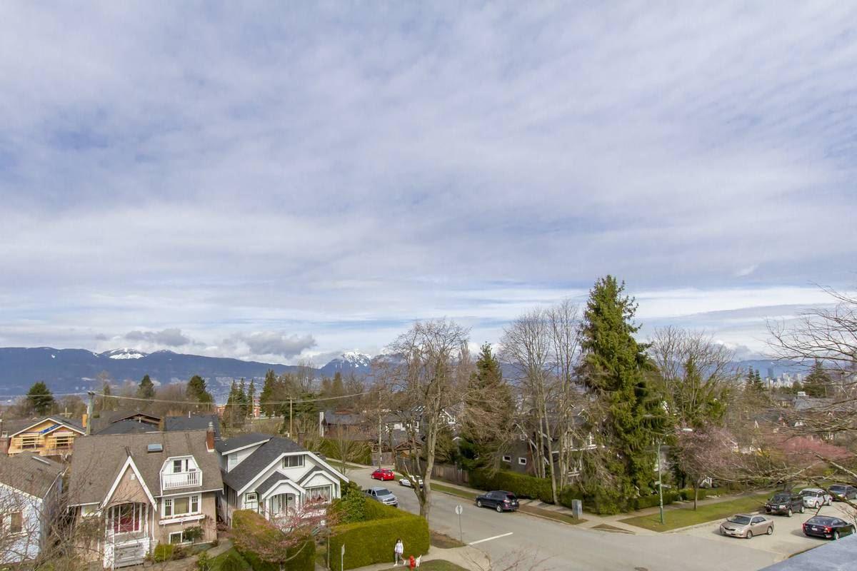 4402 W 9TH AVENUE, Vancouver, BC, V6R 2E1 Photo 1