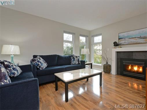 103 837 Selkirk Ave, Esquimalt, BC, V9A 2T7 Photo 1