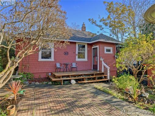 481 Nelson St, Esquimalt, BC, V9A 6P3 Photo 1