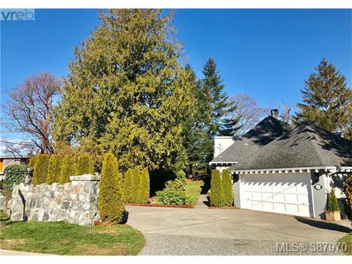 2000 Runnymede Ave, Victoria, BC, V8S 2V6 Photo 1