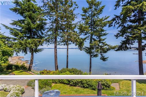 8025 Arthur Dr, Central Saanich, BC - CAN (photo 2)