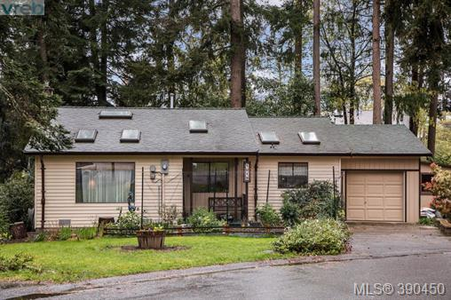 1019 Parkway Dr, Central Saanich, BC, V8M 1C8 Photo 1