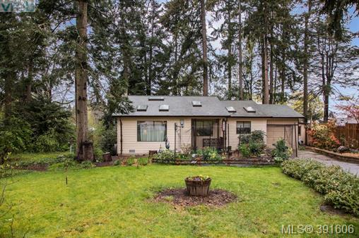 1019 Parkway Dr, Central Saanich, BC, V8M 1C8 Primary Photo